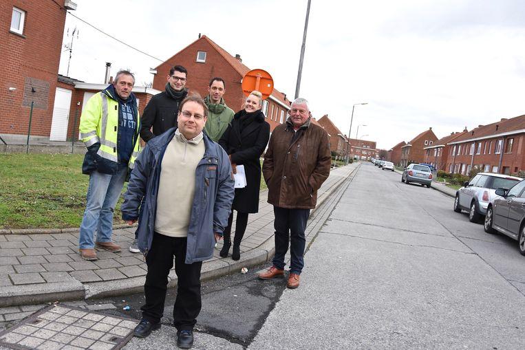 Vooraan schepen van Publieke Ruimte Patrick Roose belooft de verkeershinder te beperken tijdens de werken in de Nieuwe Tuinwijk.