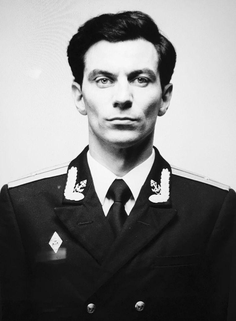 Coenen is haast onherkenbaar als de Russische marinier Sasha.