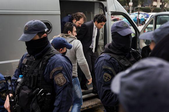 Twee van de acht Turkse officieren die naar Griekenland vluchtten en daar politiek asiel aanvroegen, werden op 30 januari naar de rechtbank in Athene gebracht. Griekenland weigert de acht uit te leveren aan Turkije.