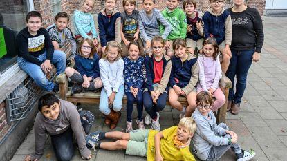 Leerlingen De Vijfsprong vinden tijdens zwerfvuilactie trouwring die al 17 jaar lang zoek was
