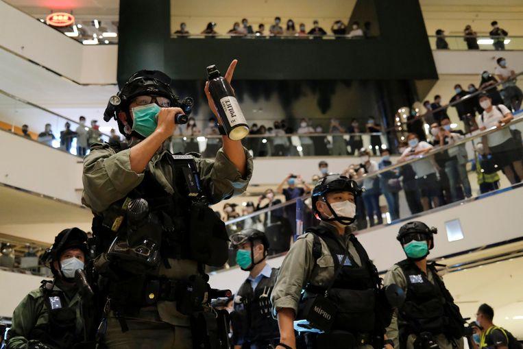 Ondanks de strikte afstandsregels kwamen in een winkelcentrum honderden mensen samen om hun pleidooi voor meer democratie te hernieuwen.