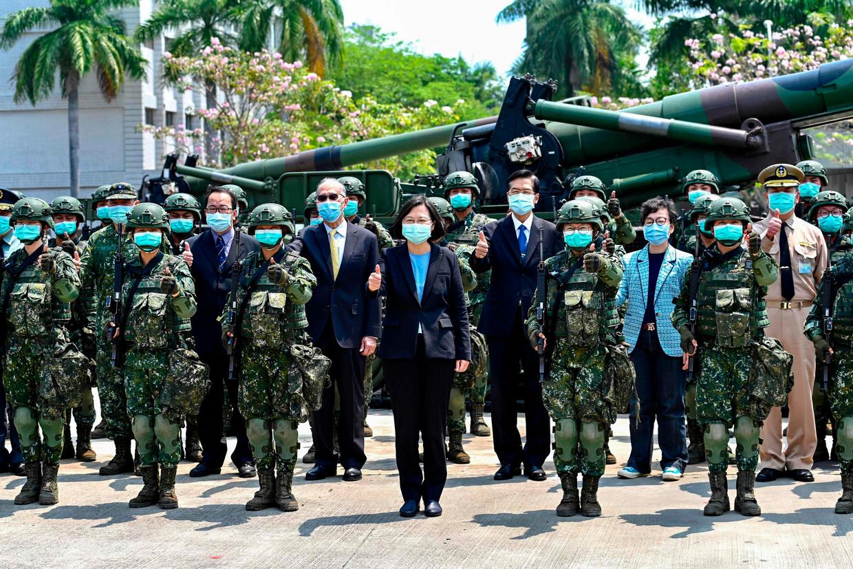 President Tsai Ing-wen op de militaire basis. Beeld AFP