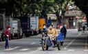 Waar normaal duizenden auto's rijden in Guangzhou, zijn de straten nu uitgestorven
