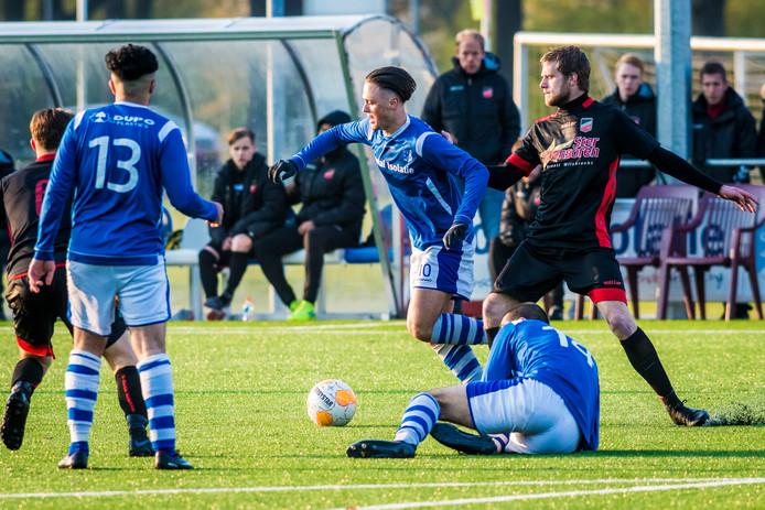 Yannik de Vries scoorde maar liefst vier keer.