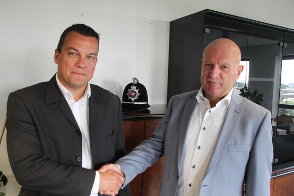 Luc Deryckere gaf op de politieraad officieel de fakkel door aan Kenneth Coigné.