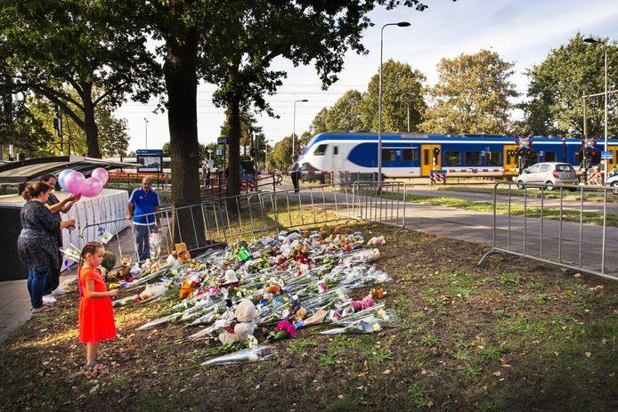 Op de plek van het dramatische ongeval in Oss werden bloemen neergelegd.