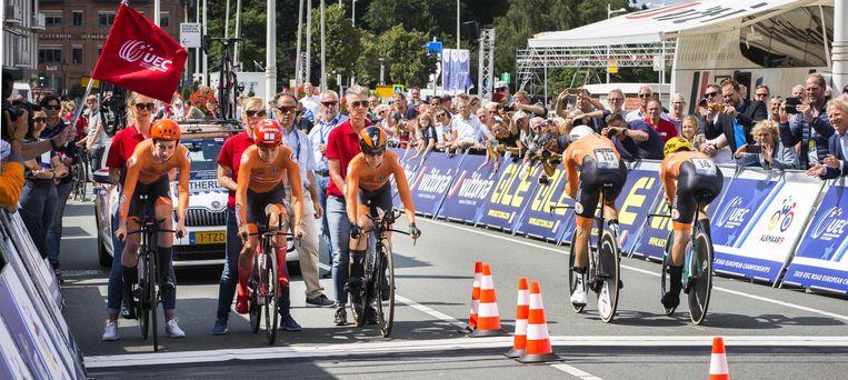 Markus, Mackaij en Pieters gaan van start als Mollema en Bouwman (vlnr) binnenkomen. Beeld ANP