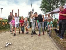 Hilvarenbeekse buurt is blij met jeu de boulesbaan: 'Een mooi middel om elkaar te vinden'