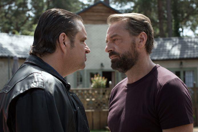 Undercover agenten raakten 'bevriend' met criminelen, net als in de Netflix-serie Undercover. Agent Bob (rechts) infiltreert in het leven van XTC-koning Ferry Bouman in deze serie.