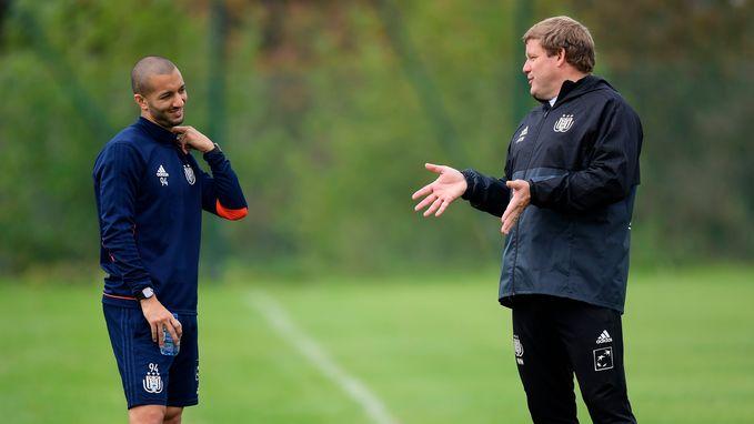 """Vanhaezebrouck dag voor grote debuut: """"Als er één speler geviseerd wordt, daar kan ik niet tegen. Hanni blijft mijn kapitein"""""""
