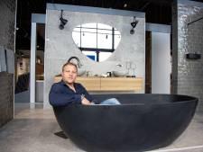 Rijssens bedrijf van 7 naar 50 man, maar baas Erik meet nog zelf de badkamers op
