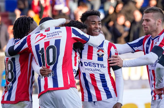 Willem II viert feest na een treffer van Nunnely tegen PSV.