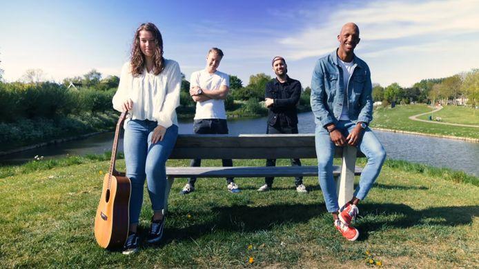 De makers van de video: Nora Bart, Jeroen van der Landen, Loek Barendrecht en Brandon Taylor.