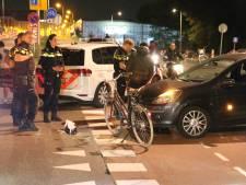 Fietser lichtgewond bij aanrijding op kruispunt Waldorpstraat