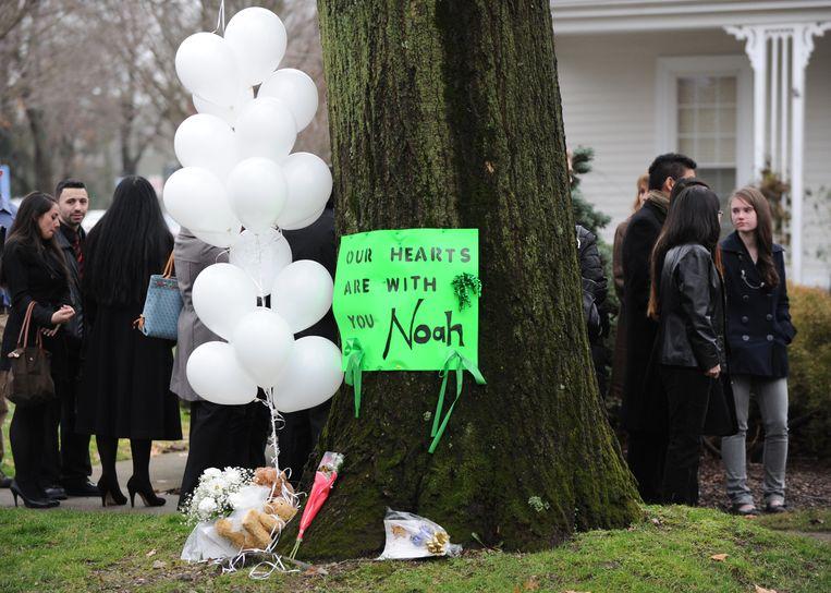 Steunbetuigingen na de moord op de zesjarige Noah. Beeld AFP