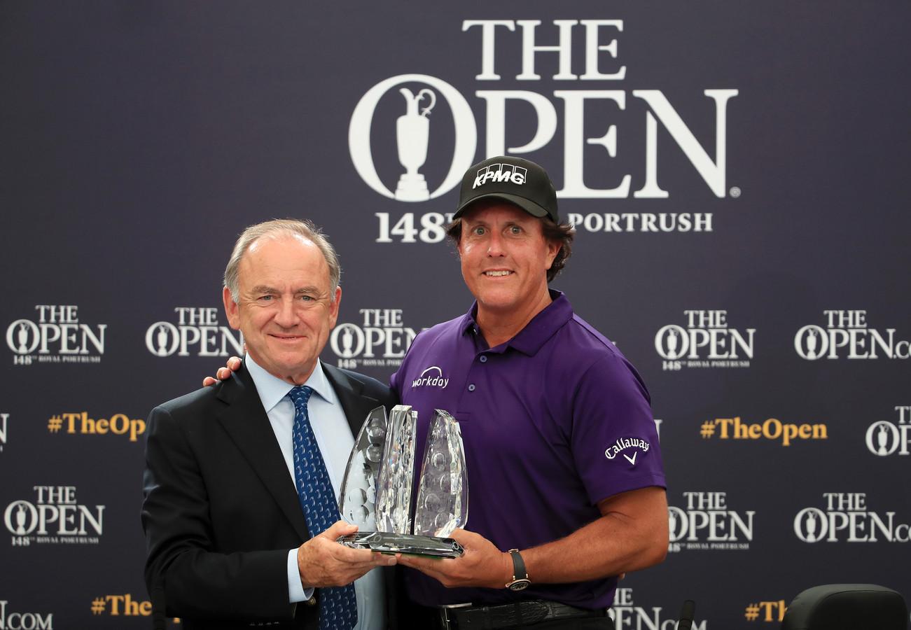 Phil Mickelson ontving een trofee omdat hij al een kwart eeuw meespeelt in de top 50 van beste golfers.  Hij viel af tijdens een vastenkuur van zes dagen.