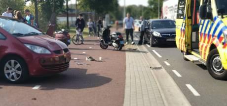 Scooterrijder en passagier gewond bij aanrijding in Enschede