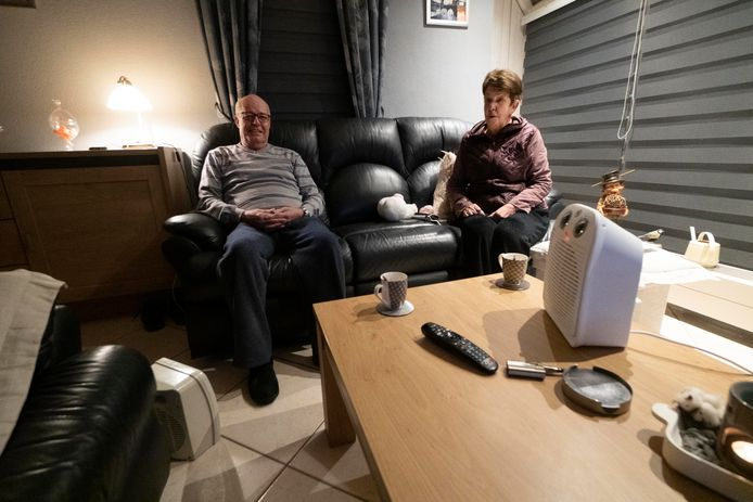 Met straalkacheltjes weten Gonnie en Hennie Schook hun woning op de Wighenerhorst enigszins behaaglijk te houden.