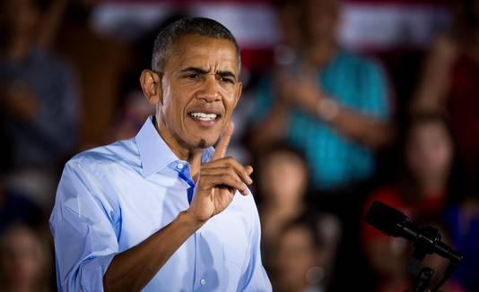 Obama houdt een toespraak tijdens de campagne van Hillary Clinton