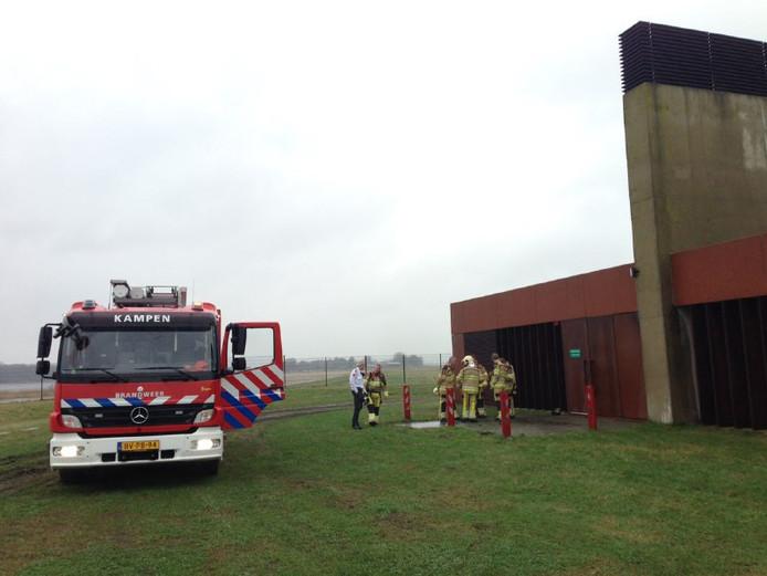Brandweer bij de ingang van de Drontertunnel.