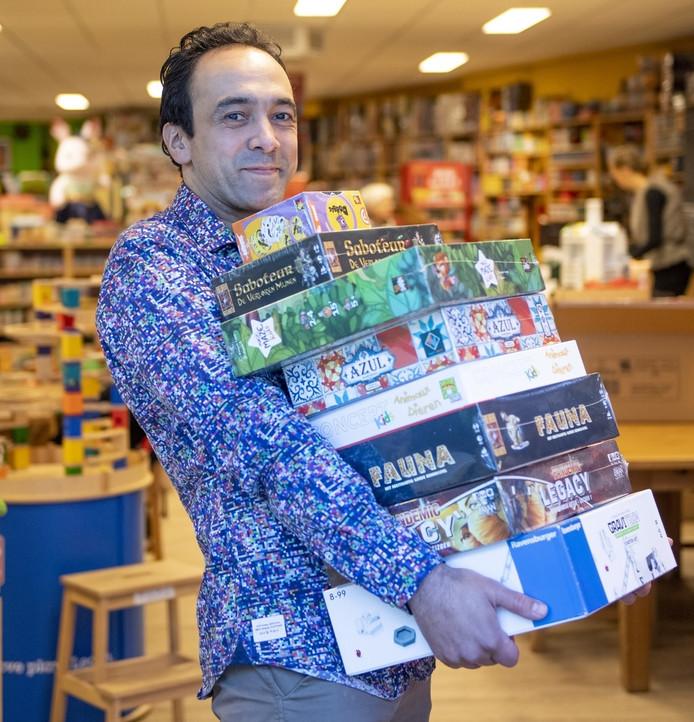 Sebastiaan van der Pal breidt zijn speelgoedwinkel in Hengelo uit