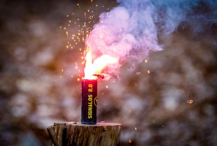 Een nitraat. Dit type vuurwerk is verkrijgbaar in veel Europese landen, maar is illegaal in Nederland.