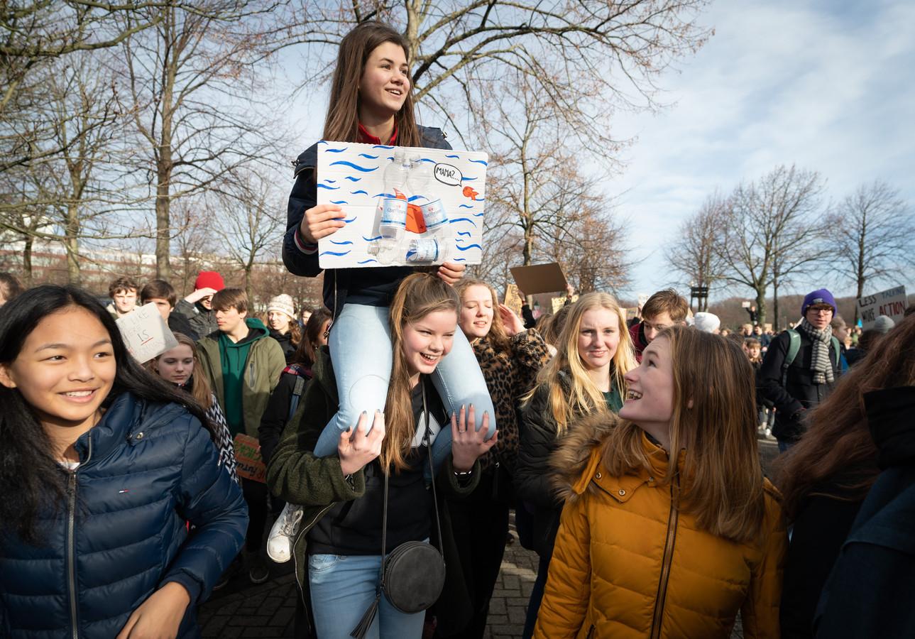 Den Haag, 7 februari 2018 'Klimaatstaking' op het Malieveld in Den Haag. Scholieren vanuit het hele land komen naar het grootste grasveld van de Hofstad om te demonstreren voor een ambitieuzer klimaatbeleid.