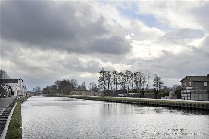 Het Kanaal Almelo - De Haandrik ter hoogte van Vriezenveen.