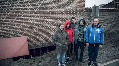 Familie Sacré ziet koelkast en bromfiets in zinkgat onder huis verdwijnen