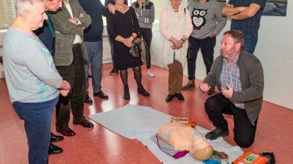 Gemeente plaatst 10 AED-toestellen