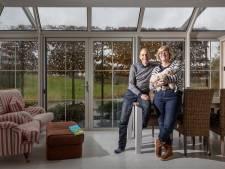 Het uitzicht van Jolanda en Alex wordt steeds mooier: 'Voelt net als Centerparcs'