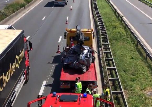 De wagen werd volledig vernield.