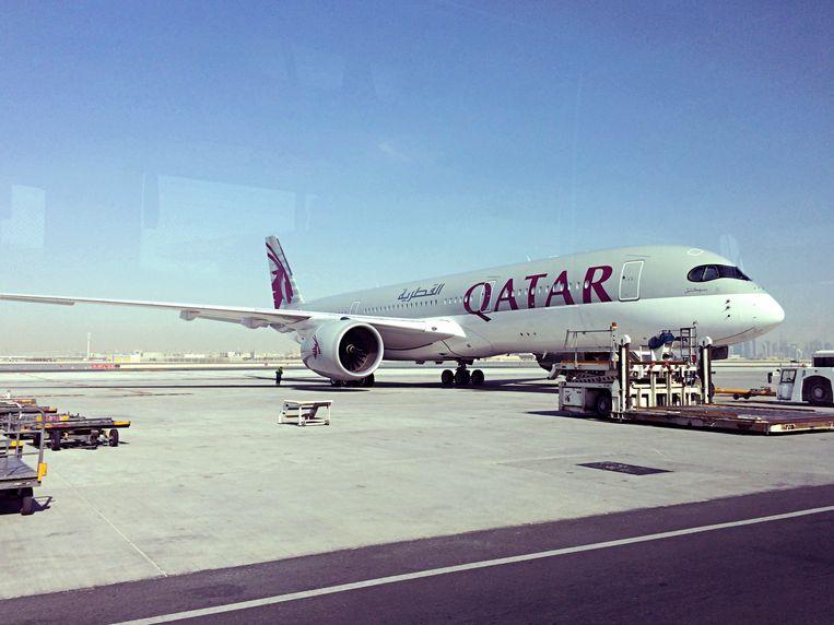 Een vliegtuig van Qatar Airways op vliegveld Hamad International Beeld AP