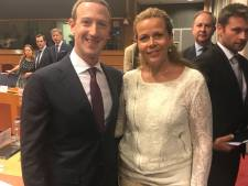 Twitteraars vallen over 'fan-foto' parlementariër met Zuckerberg