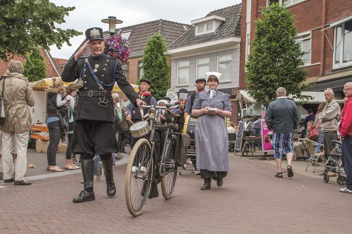 Klederdrachten, streekproducten, de boerenkapel en volksdansen zijn vaste onderdelen van de Oud-Veluwse Markt.