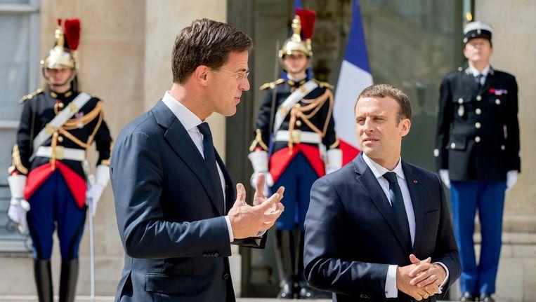 Mark Rutte ontmoet de nieuwe Franse president Emmanuel Macron. Beeld anp