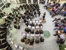 Orkest van Almelo beloont leden na tientallen jaren trouwe dienst