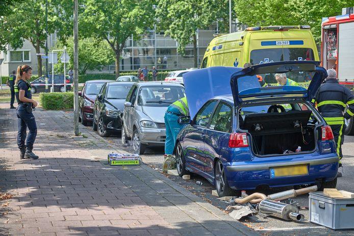 Man klem onder auto aan de Nachtegaal in Etten-Leur.