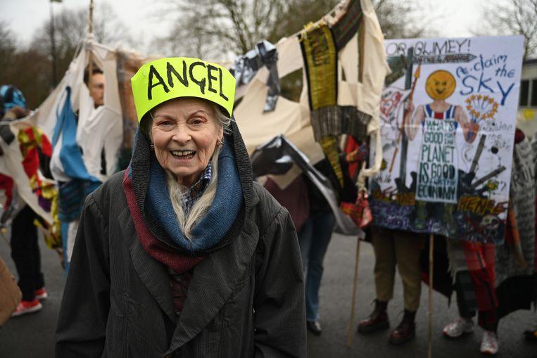 Ook modeontwerpster Vivienne Westwood was bij het protest.