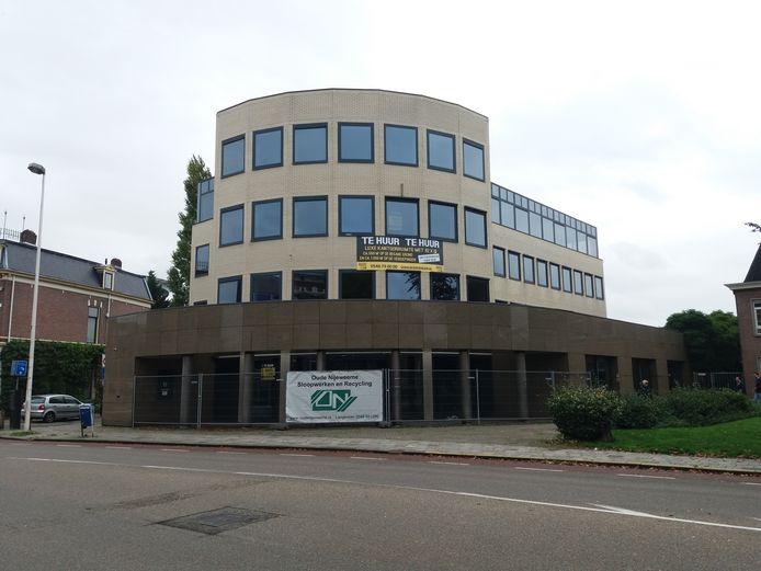 Van der Poel IJs gaat zich vestigen in het voormalig SNS gebouw.
