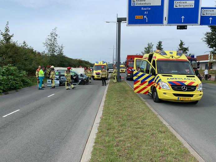 Hulpdiensten arriveren bij het slachtoffer.