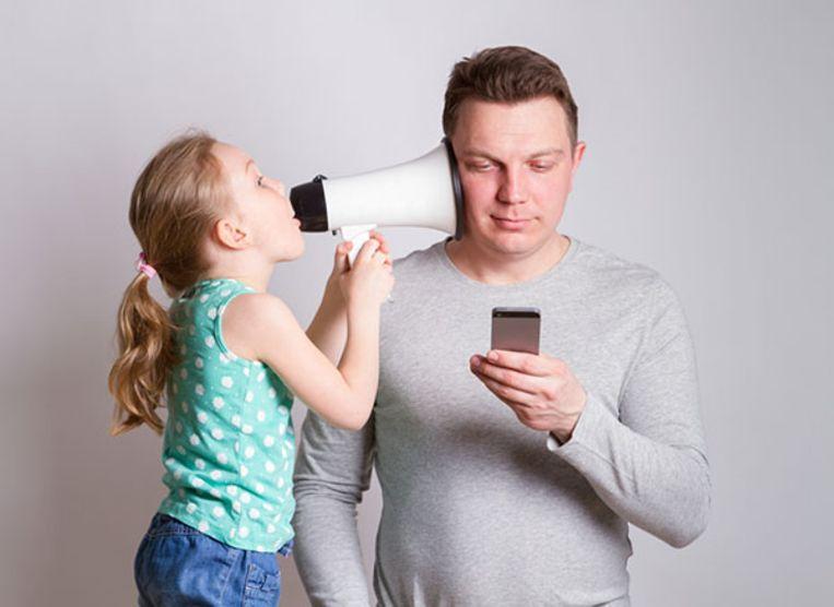 Leidt smartphonegebruik bij ouders tot taalachterstand kinderen?