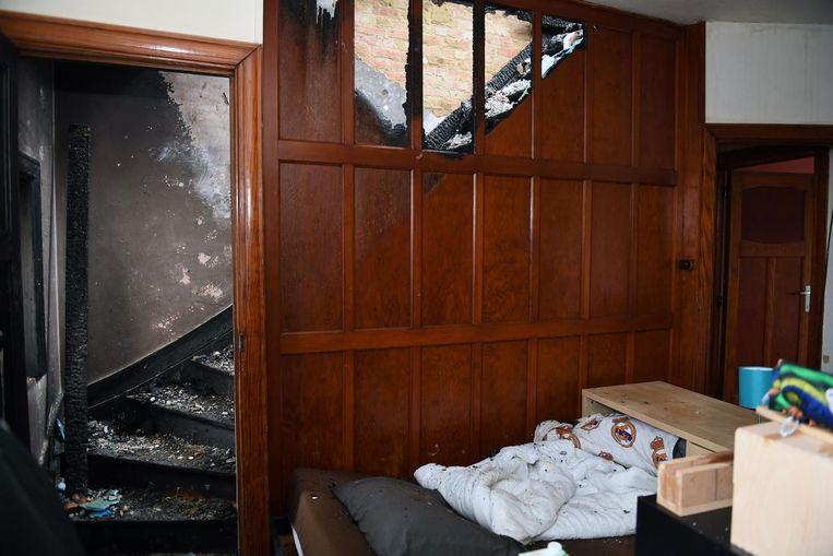 De kamer van een van de kinderen, net naast de brandhaard onder het dak.