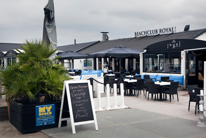 Bij Beachclub Royal is vannacht ingebroken.