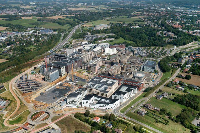 Vanuit de lucht gezien lijkt UZ Leuven wel een klein dorp.