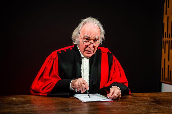 Frans Maas kruipt opnieuw in de rol van voorzitter van het hof.