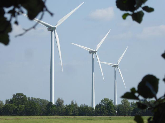 De drie huidige Lopikse windmolens, gezien vanaf het Benedeneind Zuidzijde in Benschop.