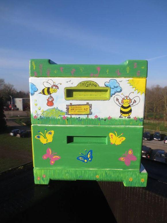 De leuke geschildere bijenkast van de gemeente Grobbendonk