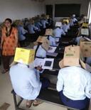 Sommige examenklanten zouden de doos na een kwartier hebben afgezet.