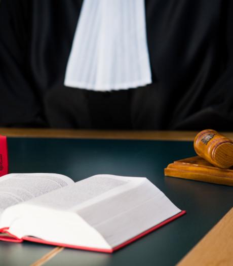 Celstraf geëist tegen twee mannen van 19 voor afpersing van Dordtenaar